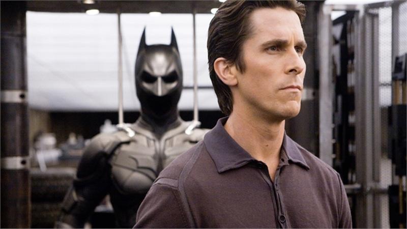 Christian Bale tiết lộ luôn cảm thấy 'khó ở' khi phải khoác lên mình bộ đồ Batman