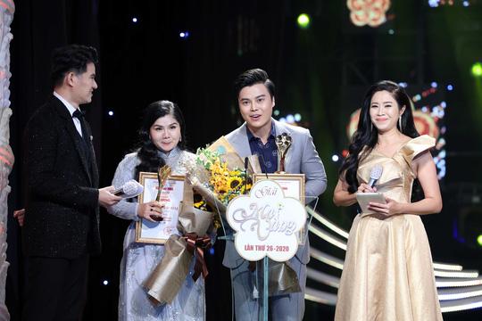 Nam/Nữ diễn viên sân khấu thuộc vềNghệ sĩ Võ Minh Lâm - NSƯT Tú Sương.