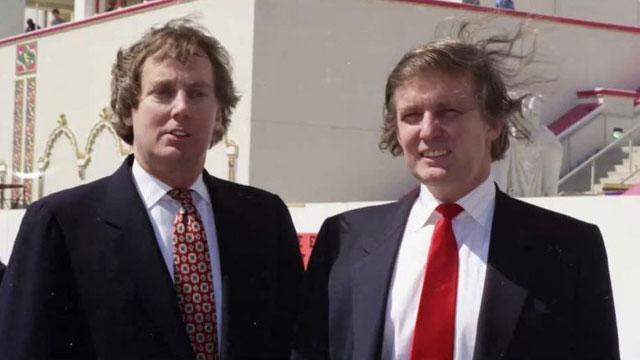 Em trai Tổng thống Trump vừa qua đời ở tuổi 72 là ai?