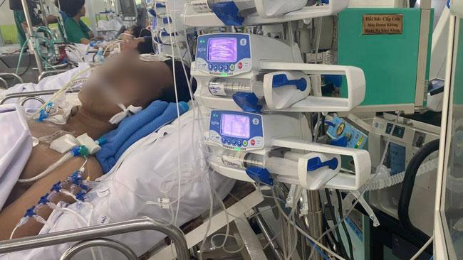 Người cha 2 con bị rắn hổ chúa 4.5kg cắn ở Tây Ninh bị viêm cơ tim, tình trạng 'rất rất nặng'
