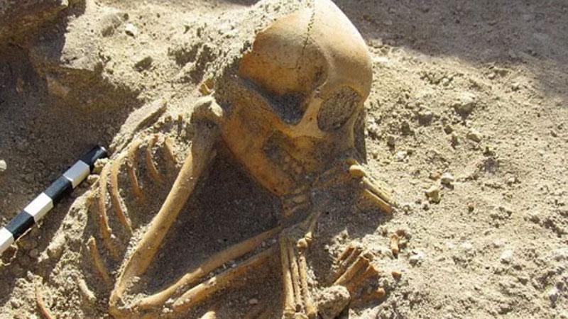 Hài cốt 'đứa trẻ ngủ' 2.000 tuổi gây sốc vì… không phải con người