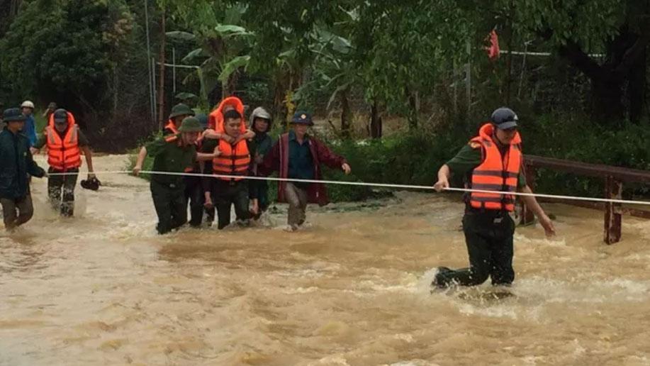 Mưa lớn ở Phú Thọ khiến 7 người thương vong, nhiều tuyến giao thông bị chia cắt