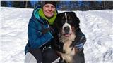 Chó tự đào mộ tìm người cứu sau khi bị chủ chôn sống