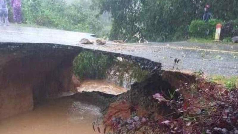 Hà Tĩnh: Tỉnh lộ 554 bị cắt đứt hoàn toàn, núi lở vùi lấp nhà một hộ dân