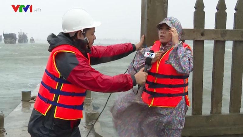Gió rất mạnh, mưa to ở Quang Nam, vẫn còn 100 ngư dân không chịu vào bờ tránh trú bão