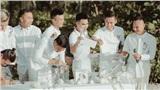 Khoảnh khắc 'đắt giá': Hội tuyển thủ bỏ phong bì mừng cưới Công Phượng - Viên Minh
