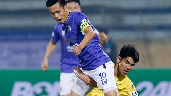 Lý do Quả bóng vàng Việt Nam Văn Quyết 'mất hút' ở trận thua sốc Nam Định