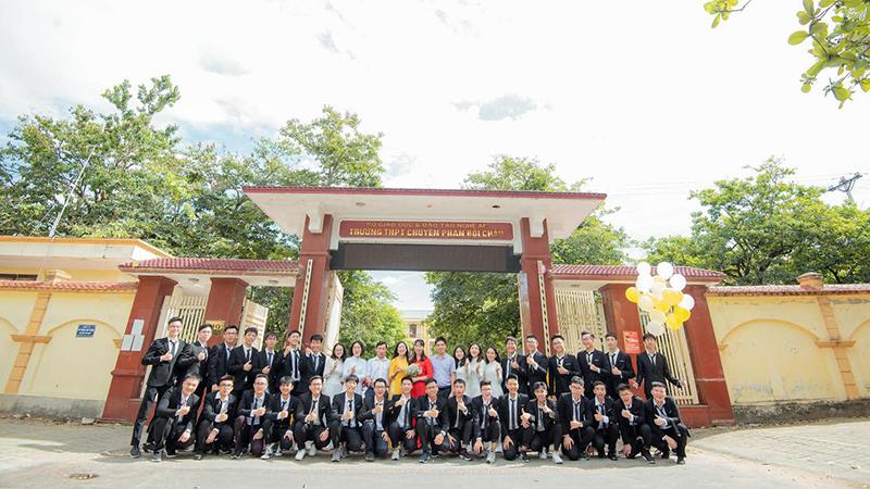 Lớp học 'siêu trí tuệ' ở Nghệ An: Hội tụ giải nhất quốc gia, huy chương quốc tế và cả thủ khoa đại học toàn tỉnh