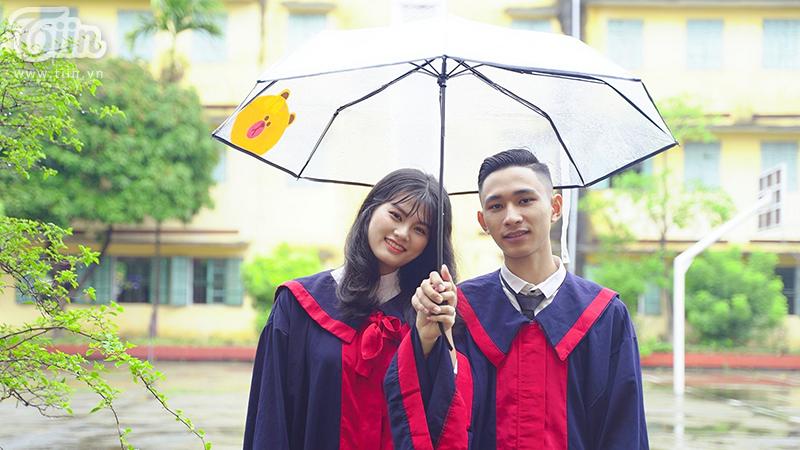 Chuyện tình yêu đẹp của chàng thủ khoa từng 3 năm bỏ học và cô bạn cùng lớp