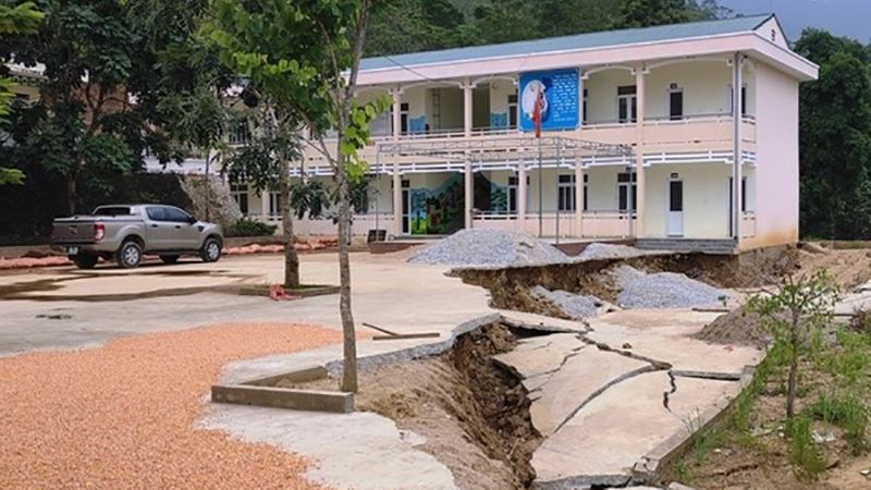 Thanh Hóa: Hàng trăm học sinh phải đi học nhờ vì trường sạt lở