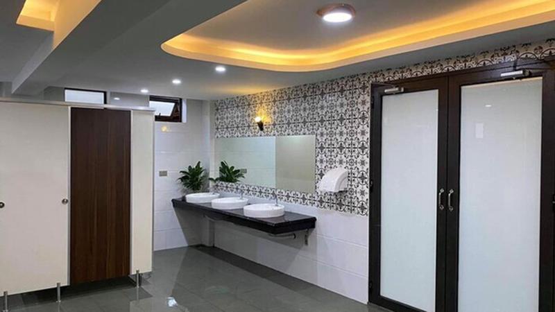 Choáng ngợp trước 'nhà vệ sinh trường người ta': đẹp như khách sạn 5 sao