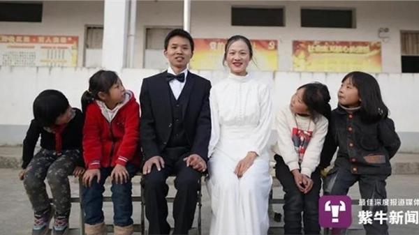Thầy cô giáo vùng cao chụp ảnh cưới cùng các học sinh: Nơi gian khó, tình thầy trò đẹp như đóa hoa rừng
