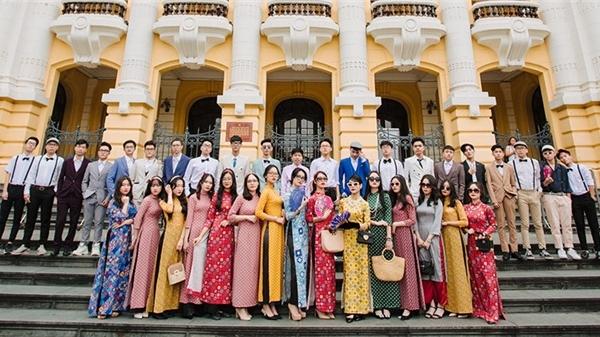 Teen Marie Curie Hà Nội gây sốt với bộ ảnh kỷ yếu theo phong cách 'Cô Ba Sài Gòn'