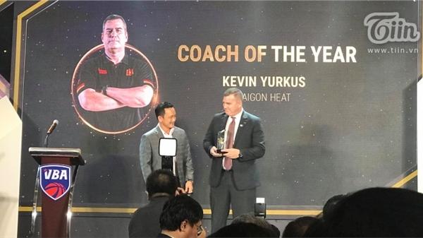 Giúp Saigon Heat bảo toàn ngôi vương, ông Kevin Yurkus được vinh danh HLV của năm