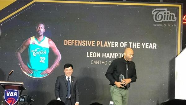 Cầu thủ phòng ngự xuất sắc nhất VBA 2020 gọi tên Leon Hampton của Cantho Catfish