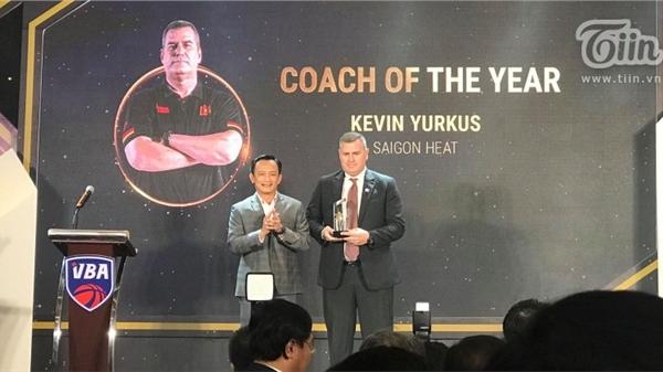 HLV Kevin Yurkus thay Christian Juzang nhận giải Cầu thủ gốc Việt của năm