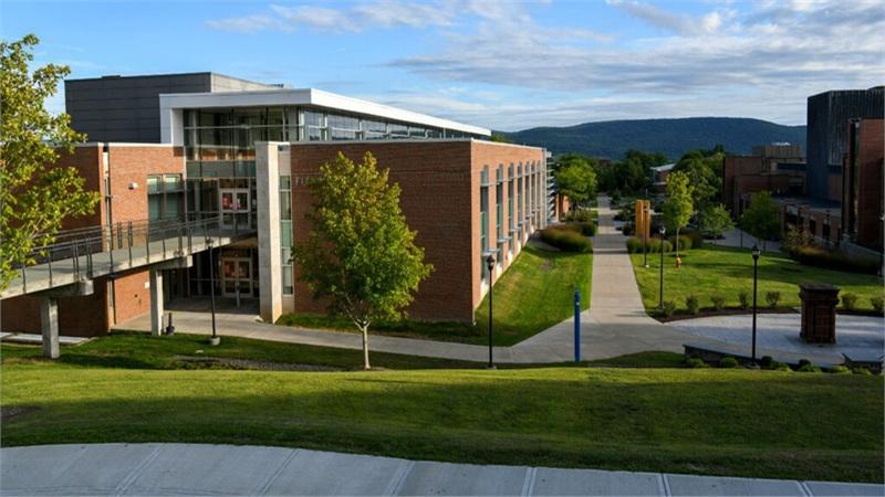Mỹ phải đóng cửa 1 trường đại học vì 400 sinh viên nhiễm Covid-19 sau 'bữa tiệc' lây nhiễm