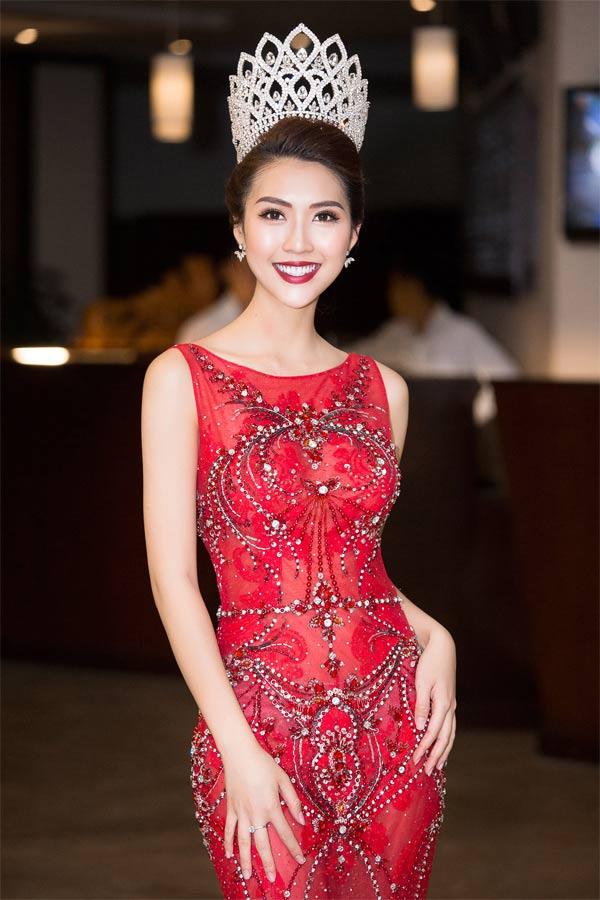 Hoa hậu Tường Linh tự tin đọ dáng cùng Hà Anh
