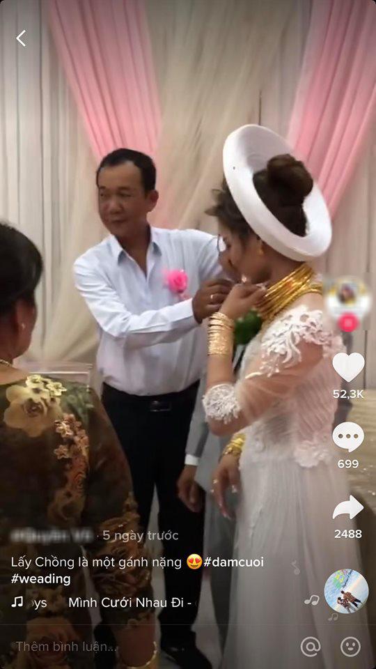Cô dâu Sóc Trăng đeo vàng trĩu cổ, đầy tay trong ngày cưới, dân ...marry