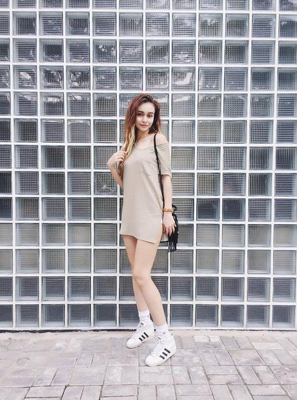 Cách mix giày sneaker trắng siêu chất từ các cô nàng hot girl Việt