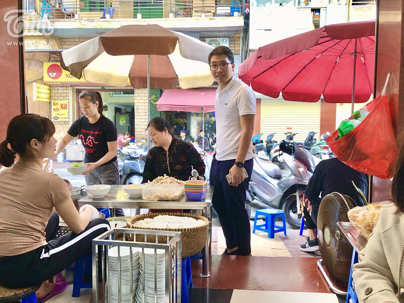 Tìm về phở gà Châm Yên Ninh, giá lên đến 70k/bát nhưng vẫn đông nghịt khách