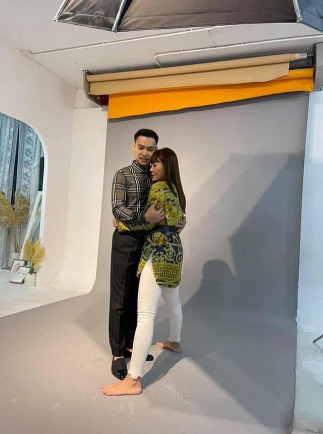 Duy Khoa tiết lộ tiểu xảo để đứng cạnh Thanh Hương cho đẹp đôi 2