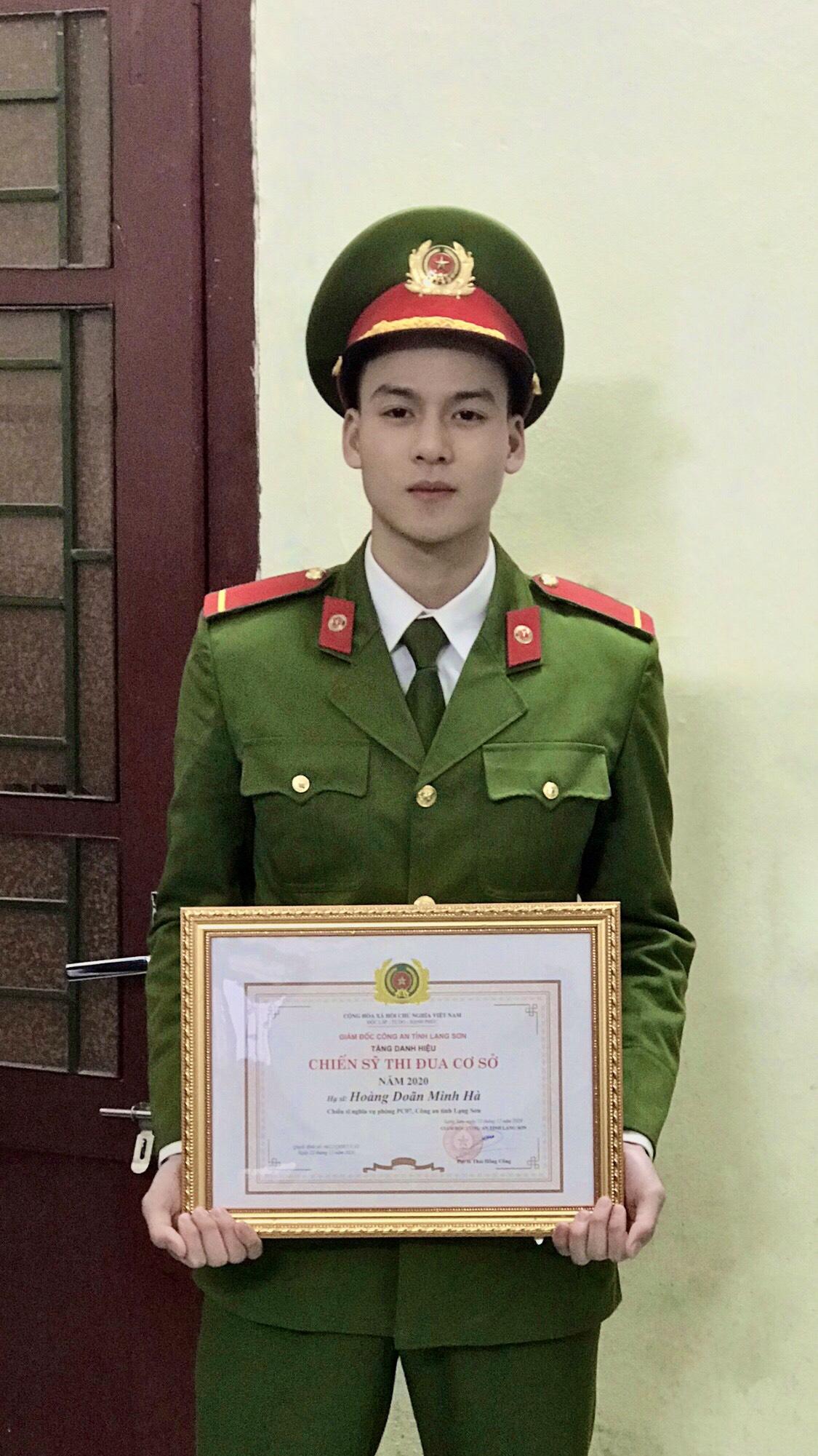 Minh Hà được đơn vị tặng bằng khen Chiến sĩ thi đua cấp cơ sở.