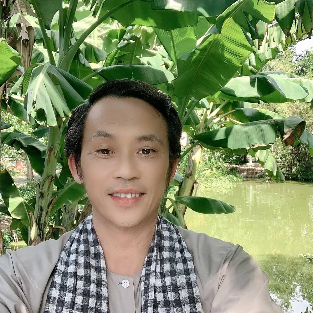Số lượng người theo dõi NSƯT Hoài Linh tăng chóng mặt chứng tỏ sức hút đặc biệt cũng như tình cảm mà khán giả dành cho 'danh hài quốc dân'.