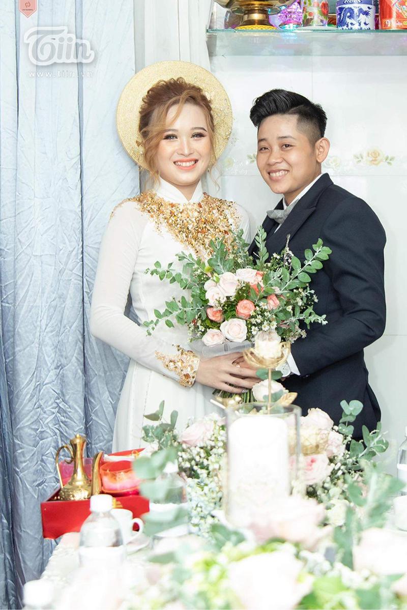 Cặp đôi LGBT Hải Yến và Thảo Nguyên trong đám cưới diễn ra vào tháng 6 năm ngoái.