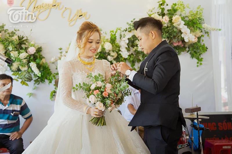 Mọi nghi thức trong đám cưới đều được tổ chức đầy đủ và cẩn thận.
