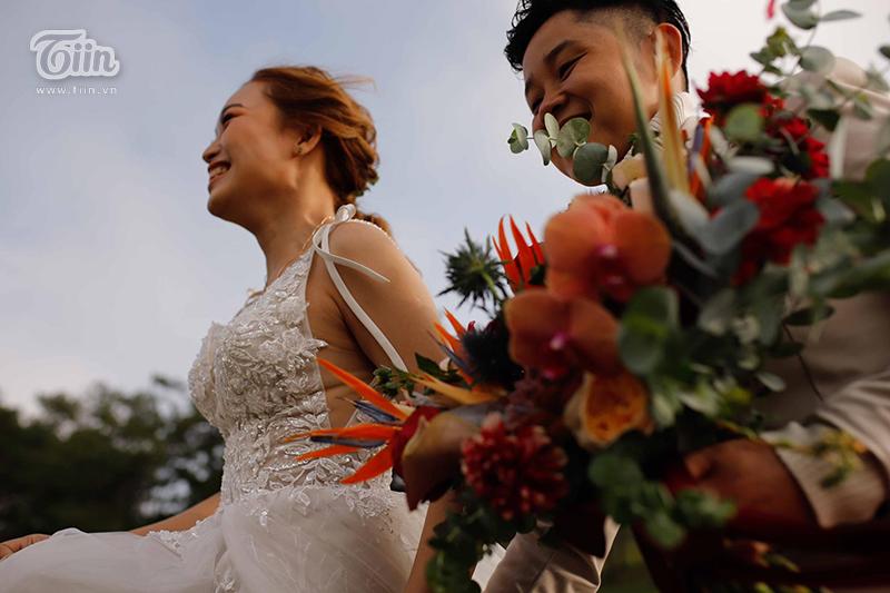 'Đám cưới thế kỷ' của cặp đôi đồng tính nữ ở Long An gây sốt vì quá hoành tráng, quy tụ dàn siêu xe rước dâu 2