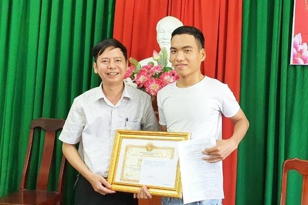 Tặng bằng khen cho chàng trai cứu 3 học sinh đuối nước ở Quảng Nam 2