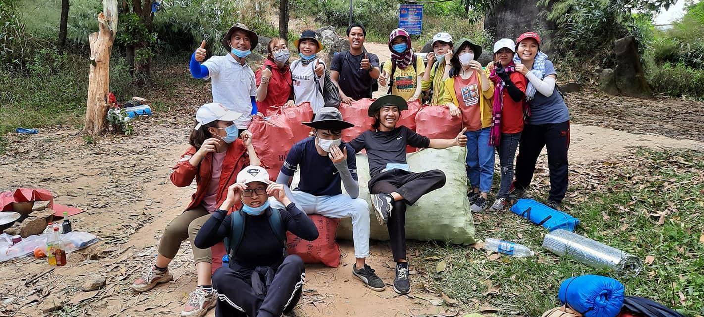 Nhóm 21 phượt thủ thực hiện chiến dịch dọn sạch rác tại khu vực núi Chứa Chan, Đồng Nai