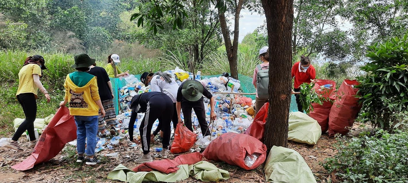 Được biết, đây không phải là lần đầu tiên anh Tâm và những người bạn của mình thực hiện chiến dịch dọn rác