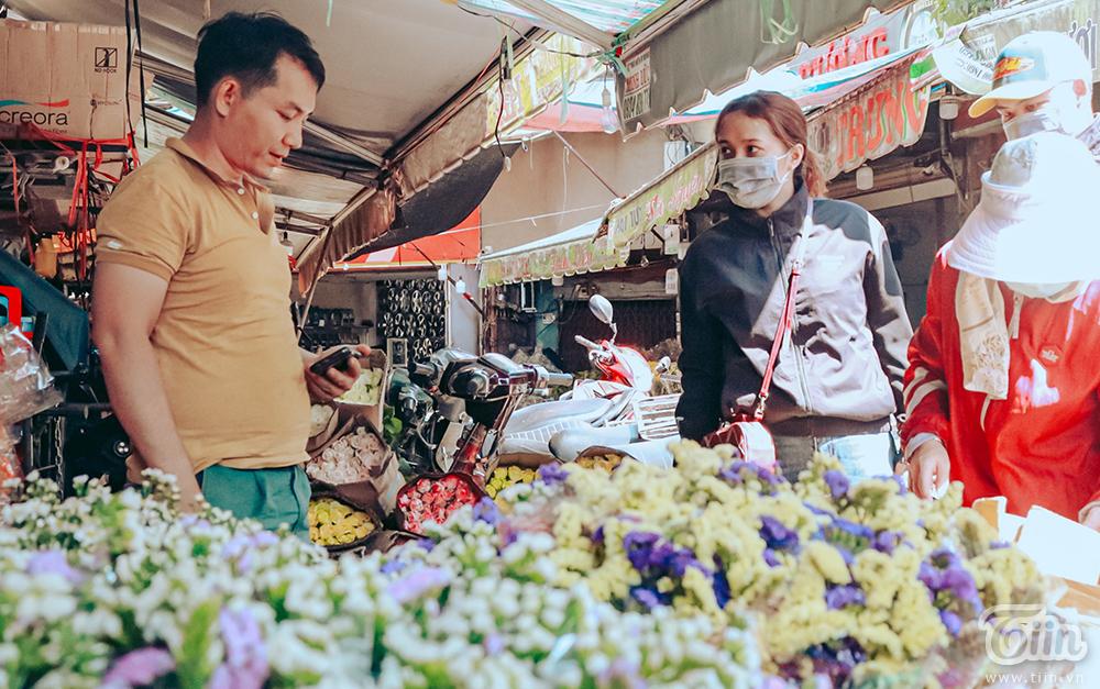 Không riêng hoa hồng, những loại hoa khác cũng ổn định giá hơn