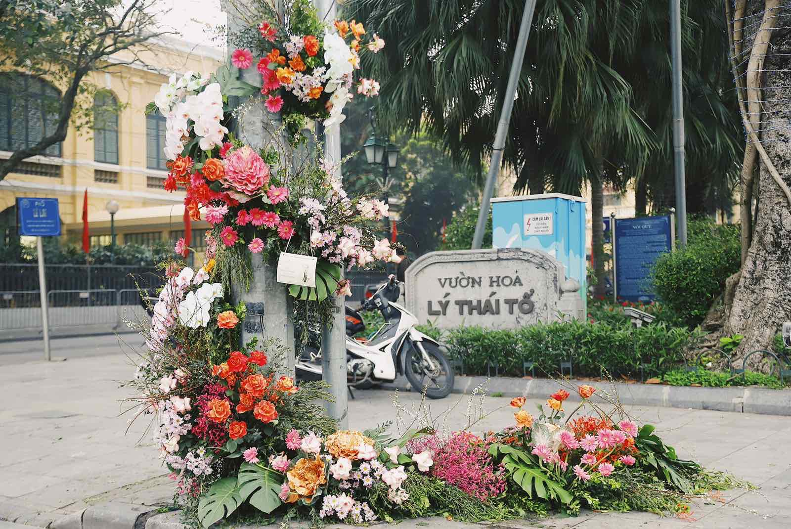 Spotlight ngày 8/3: Hàng loạt cột đèn ở Hà Nội 'nở hoa' khiến dân tình xỉu dọc, xỉu ngang 7