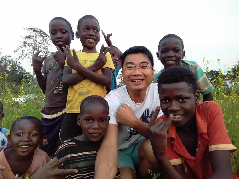 Cuộc sống thú vị ở Châu Phi của vợ chồng bác sĩ người Việt và hành trình dạy trẻ em nơi đây học Toán 1
