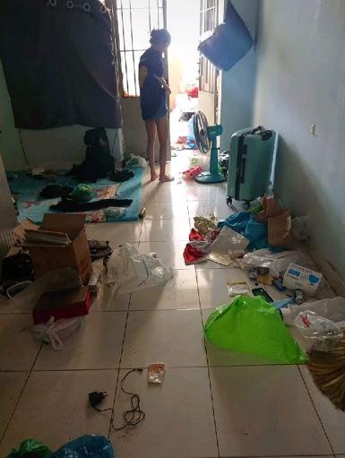 Sốc nặng với căn phòng trọ bẩn kinh hoàng của 4 nữ sinh: Sàn nhà bẩn thỉu, rác nhét 3 bao vẫn chưa hết 2