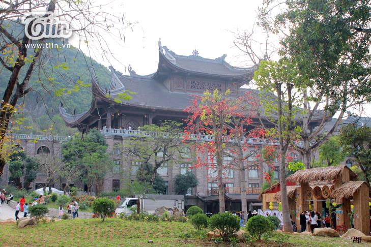 Thêm những hình ảnh chùa Tam Chúc đông nghẹt thở, người đi để lại rác thải khắp nơi, Sở Văn hóa Hà Nam chỉ đạo nóng về an toàn phòng dịch Covid-19 0
