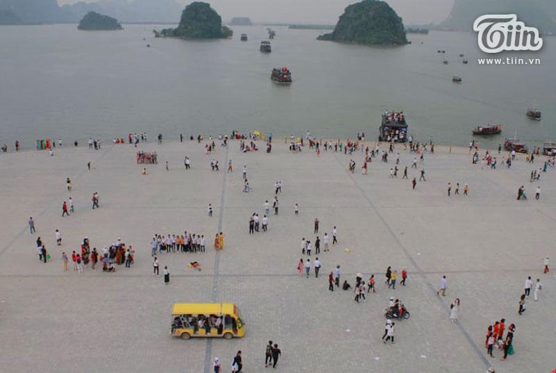 Thêm những hình ảnh chùa Tam Chúc đông nghẹt thở, người đi để lại rác thải khắp nơi, Sở Văn hóa Hà Nam chỉ đạo nóng về an toàn phòng dịch Covid-19 3