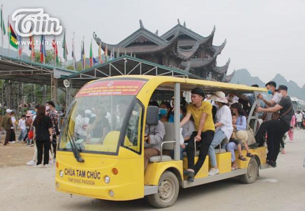 Thêm những hình ảnh chùa Tam Chúc đông nghẹt thở, người đi để lại rác thải khắp nơi, Sở Văn hóa Hà Nam chỉ đạo nóng về an toàn phòng dịch Covid-19 4