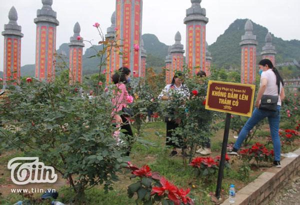 Thêm những hình ảnh chùa Tam Chúc đông nghẹt thở, người đi để lại rác thải khắp nơi, Sở Văn hóa Hà Nam chỉ đạo nóng về an toàn phòng dịch Covid-19 10