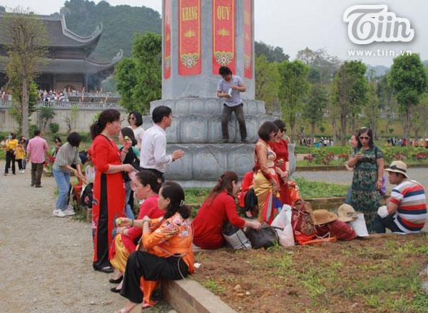 Thêm những hình ảnh chùa Tam Chúc đông nghẹt thở, người đi để lại rác thải khắp nơi, Sở Văn hóa Hà Nam chỉ đạo nóng về an toàn phòng dịch Covid-19 11