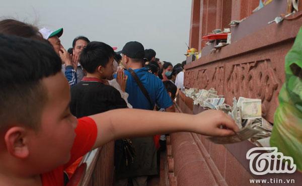Thêm những hình ảnh chùa Tam Chúc đông nghẹt thở, người đi để lại rác thải khắp nơi, Sở Văn hóa Hà Nam chỉ đạo nóng về an toàn phòng dịch Covid-19 13