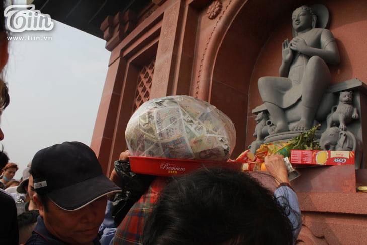 Thêm những hình ảnh chùa Tam Chúc đông nghẹt thở, người đi để lại rác thải khắp nơi, Sở Văn hóa Hà Nam chỉ đạo nóng về an toàn phòng dịch Covid-19 14