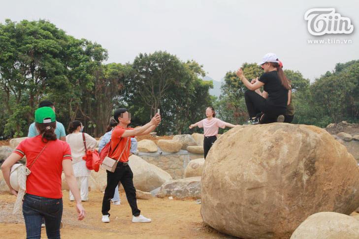 Thêm những hình ảnh chùa Tam Chúc đông nghẹt thở, người đi để lại rác thải khắp nơi, Sở Văn hóa Hà Nam chỉ đạo nóng về an toàn phòng dịch Covid-19 12
