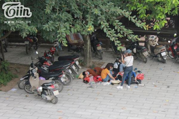 Thêm những hình ảnh chùa Tam Chúc đông nghẹt thở, người đi để lại rác thải khắp nơi, Sở Văn hóa Hà Nam chỉ đạo nóng về an toàn phòng dịch Covid-19 7