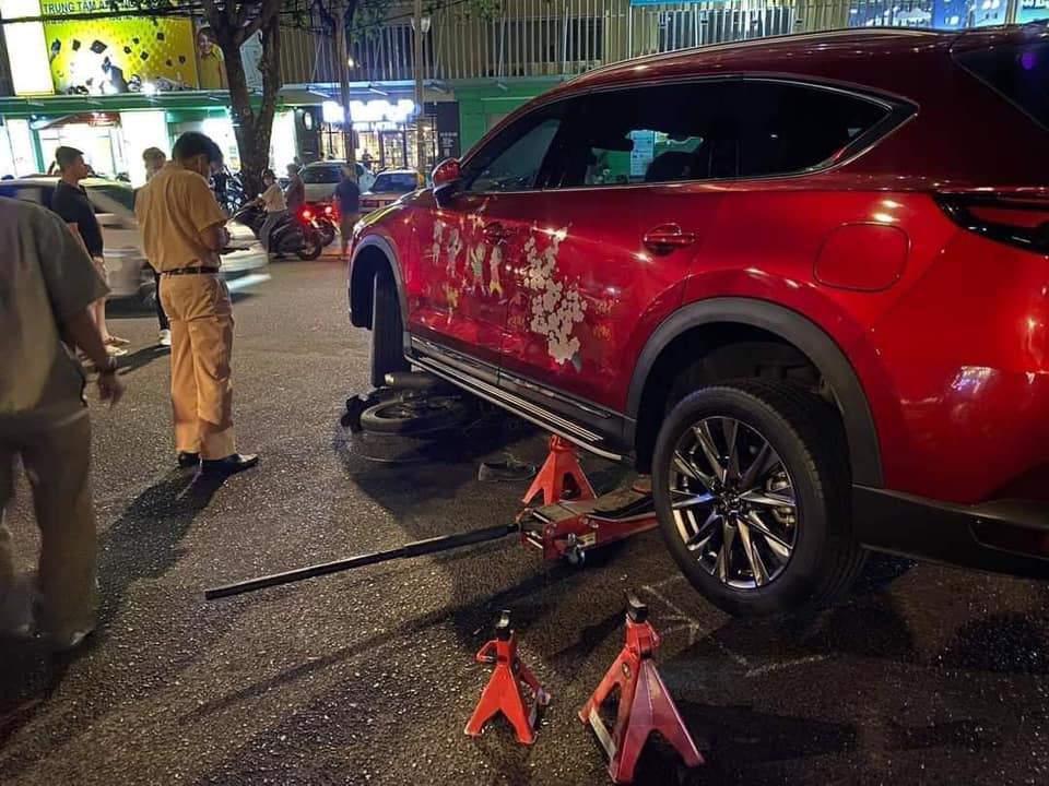 Hiện trường vụ thanh niên lái xe ô tô húc văng 2 đối tượng trộm xe máy chuyên nghiệp đang gây xôn xao tại TP Vũng Tàu 2