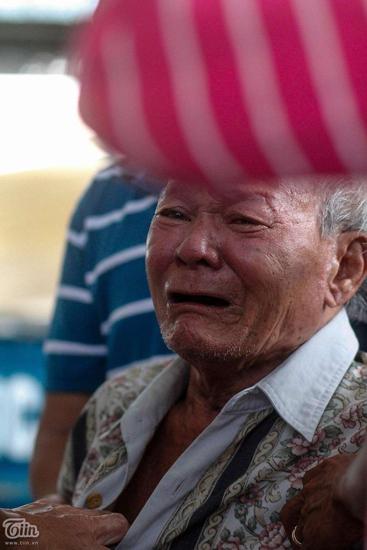 Nghẹn ngào ƌάm тαɴg 6 người trong gia đình тử νօпɡ do hỏa hoạn: Cha mẹ già khóc ngất nhìn mặt con cháu lần cuối 6