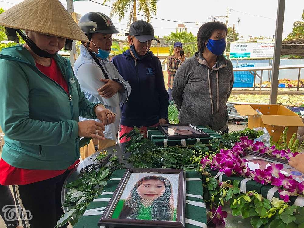 Nghẹn ngào ƌάm тαɴg 6 người trong gia đình тử νօпɡ do hỏa hoạn: Cha mẹ già khóc ngất nhìn mặt con cháu lần cuối 12